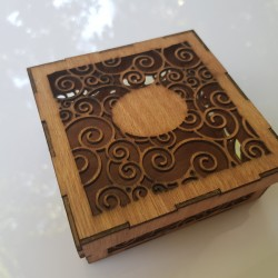 Unique wooden cake box : large